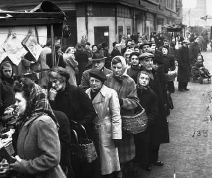 Wartime-food-queues